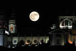Madrid: Enchanted Evening Walking Tour in Spanish