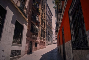 Madrid: Evening Walking Tour with Tapas and Wine