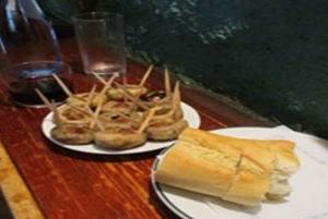Madrid: Old Madrid Walking Food and Wine Tour
