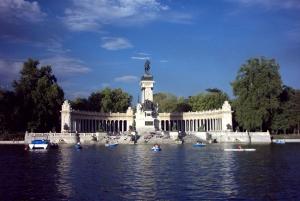 Madrid: Retiro Park Segway Tour