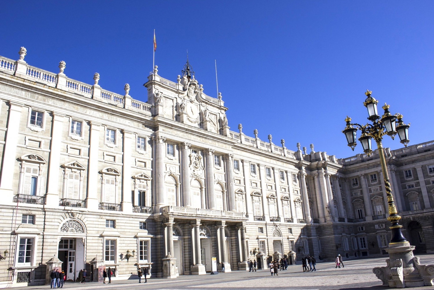 Royal Palace and Tourist Bus with Tapas