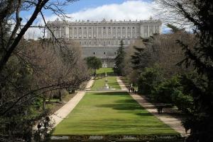 Royal Palace of Madrid Skip-the-Line and Retiro Park Tour