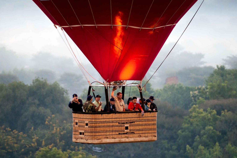 Segovia: Hot Air Balloon Experience & Guided City Tour