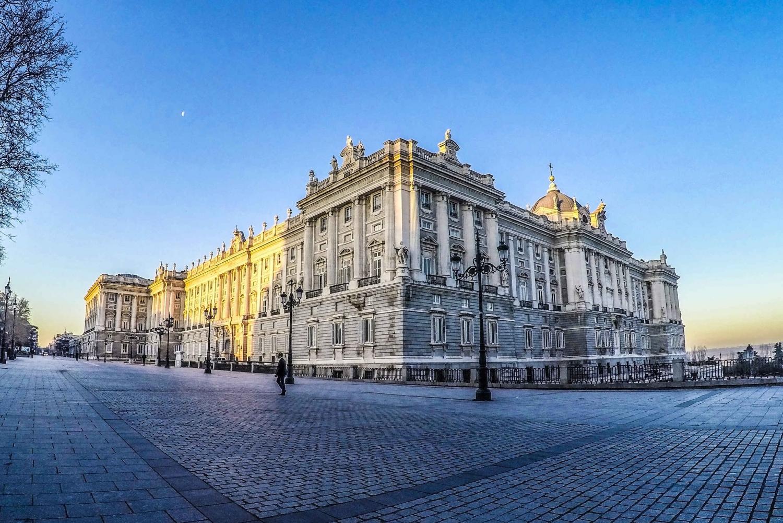 Skip-the-Line Royal Palaces Tour