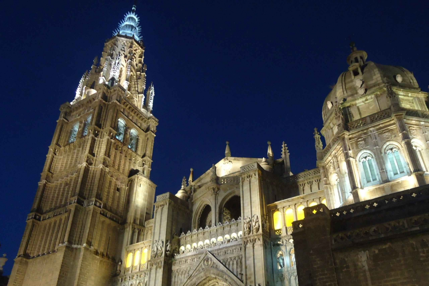 Toledo: City by Night Tour with Wine and Tapas Tasting