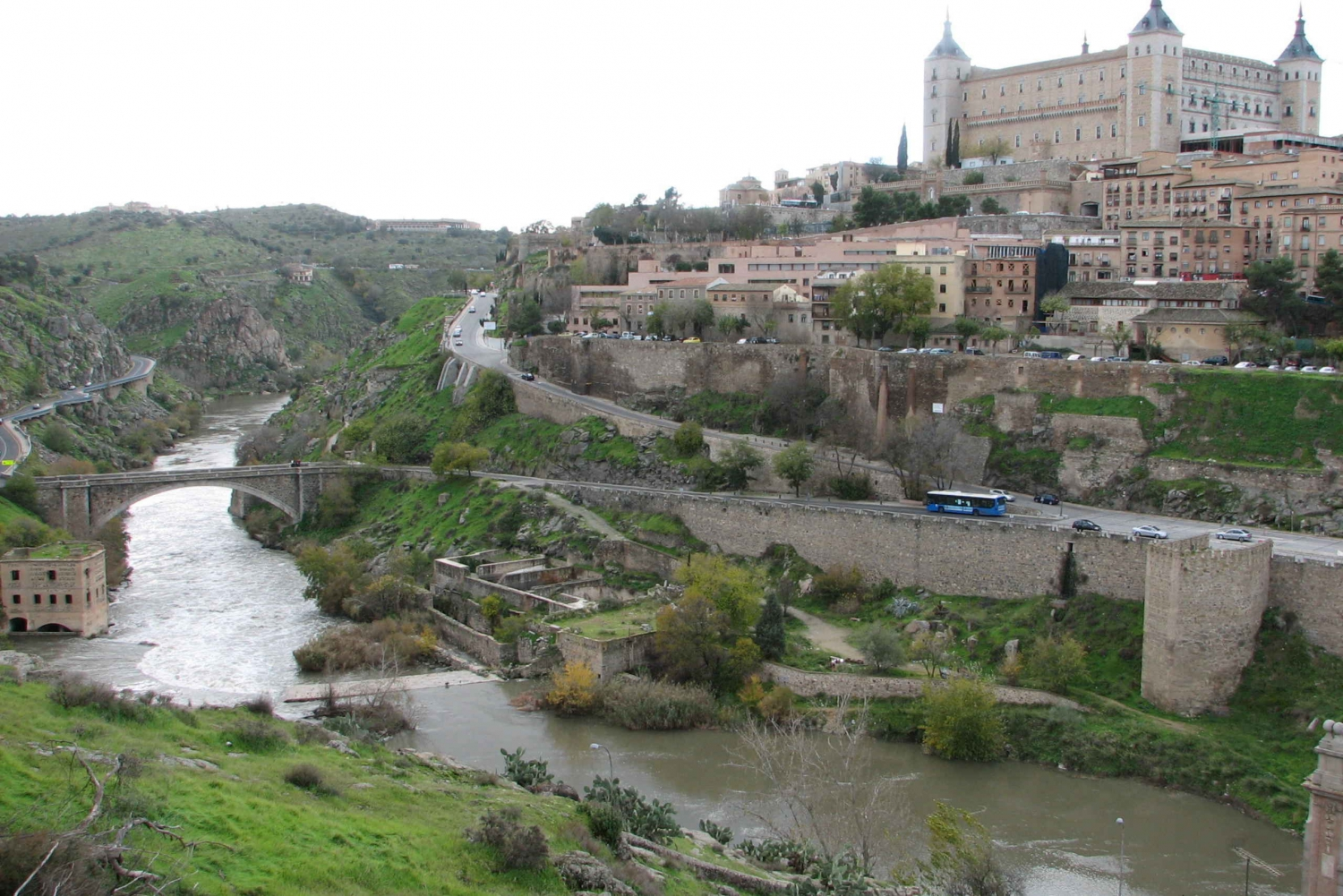 Toledo: Day Trip with Walking Tour from Madrid