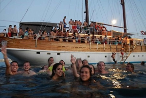 5-Hour Lazy Pirate Boat Party with Drinks & Food