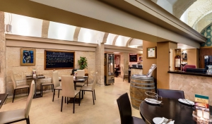 Bianco's Restaurant and Wine Lounge