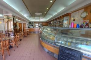 Busy Bee Coffee Shop & Gelateria