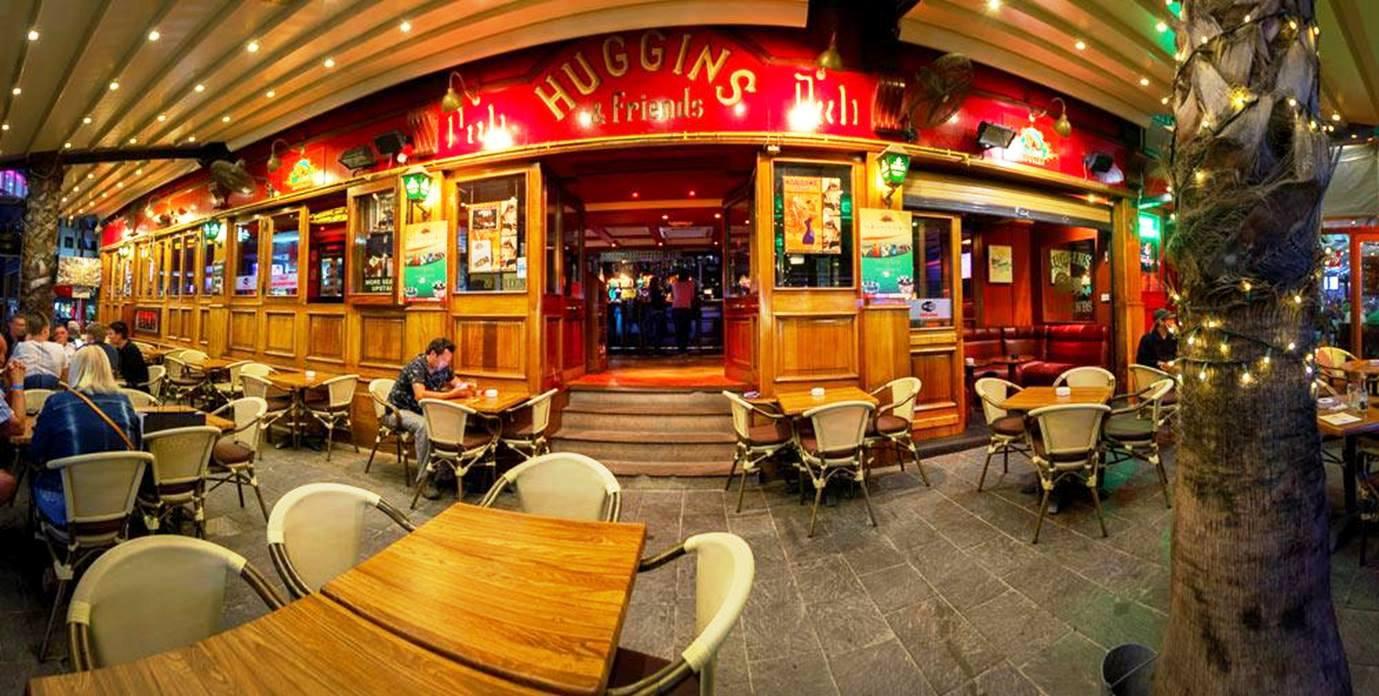 Huggins & Friends Pub