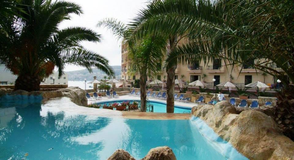 Porto azzurro aparthotel in malta my guide malta for Appart hotel porto