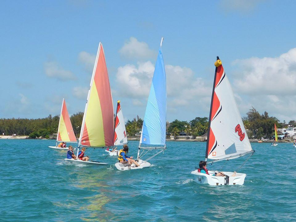 Children sailing camp / Camp de voile pour enfants