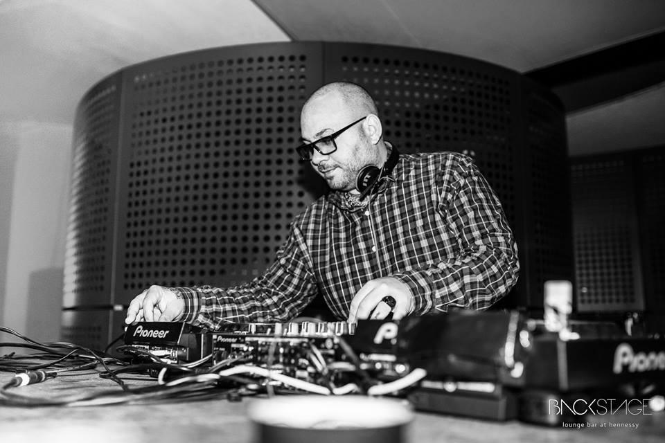 Groovin Town ft DJ LP at Backstage
