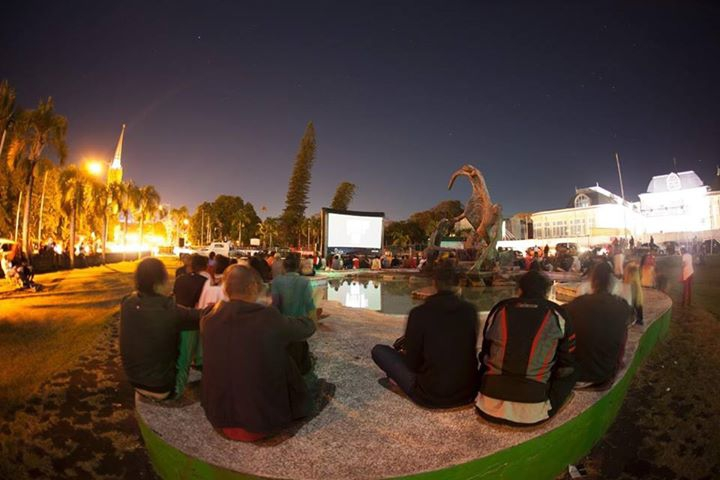 Plaza Rose Hill / Sinema Koltar 2 / Projection plein air