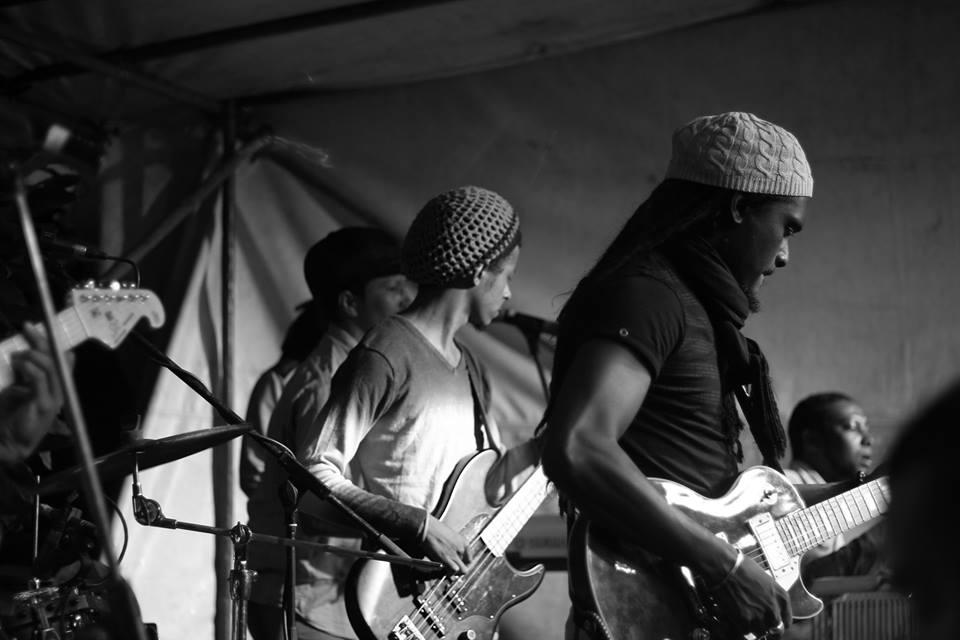 Positiv Vibrazion live in Apocalypse Bar & Grill Curepipe