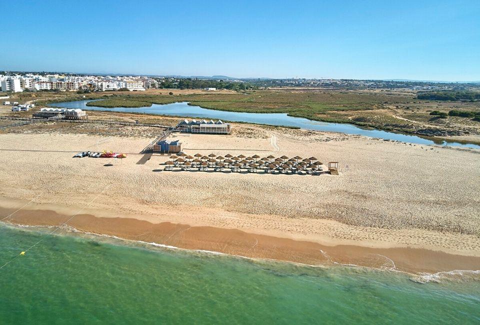 Armação Beach Club opens for 2020