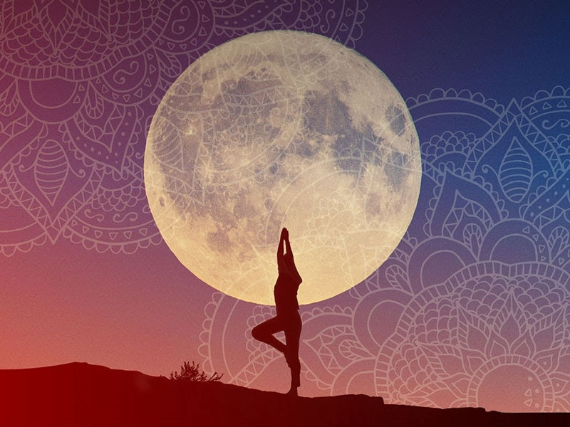Full Moon Yoga at VILA VITA Parc