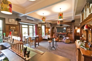 No 4 Bar Restaurant and Bar
