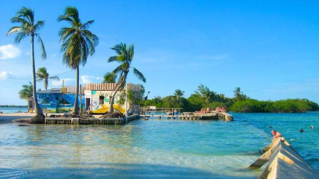 Belize encourages tourism with free travel after the pandemic.