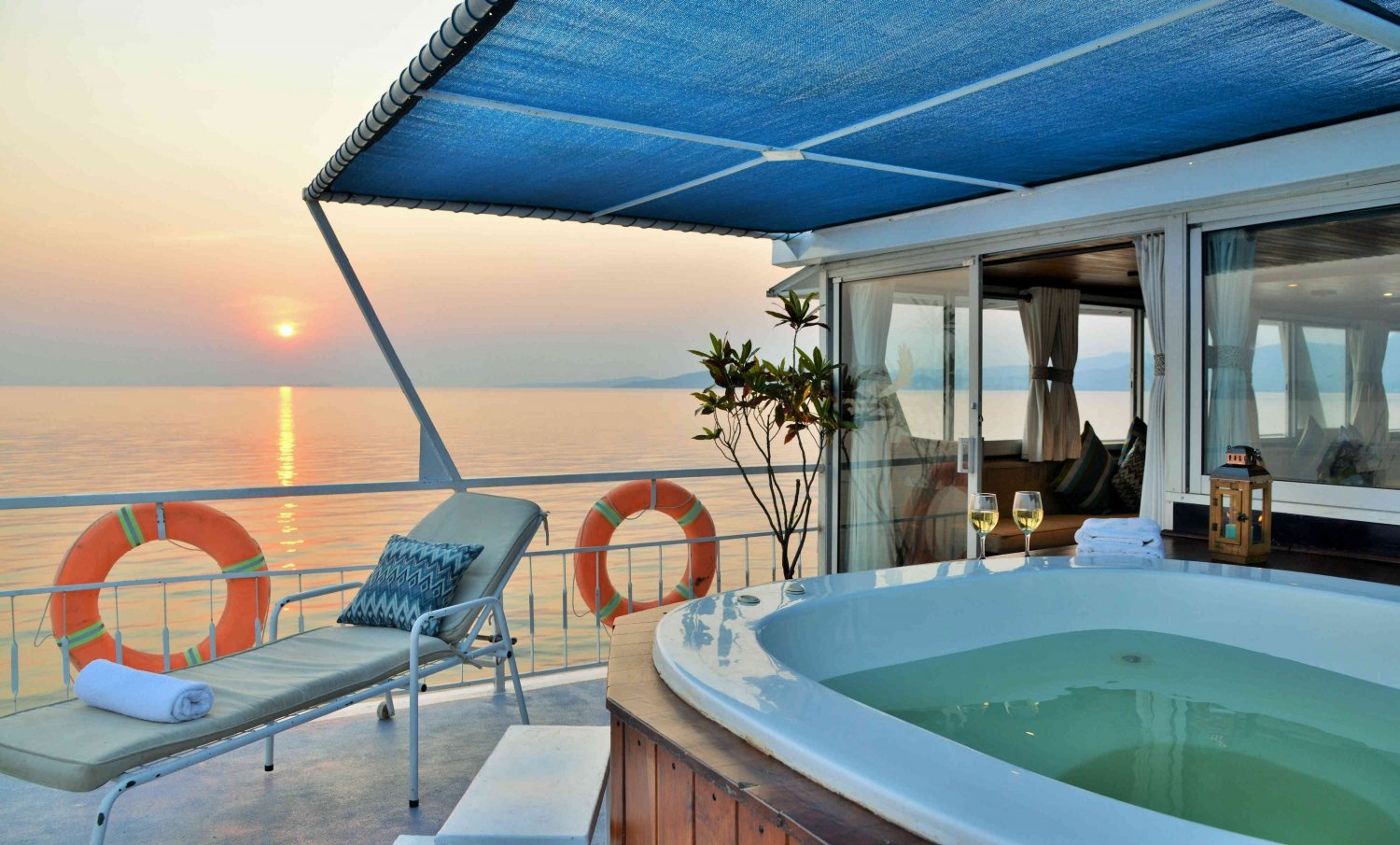 How To Choose The Right Houseboat For Your Next Vacation