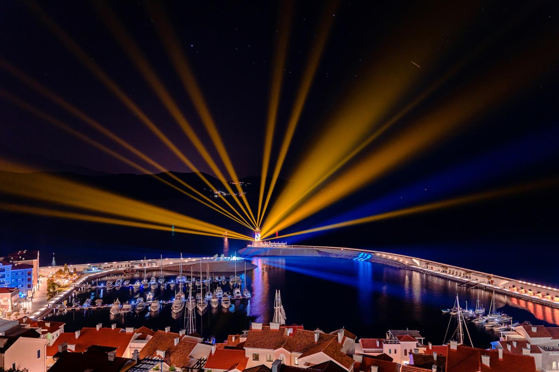 Lightwave Lustica Bay Light Show