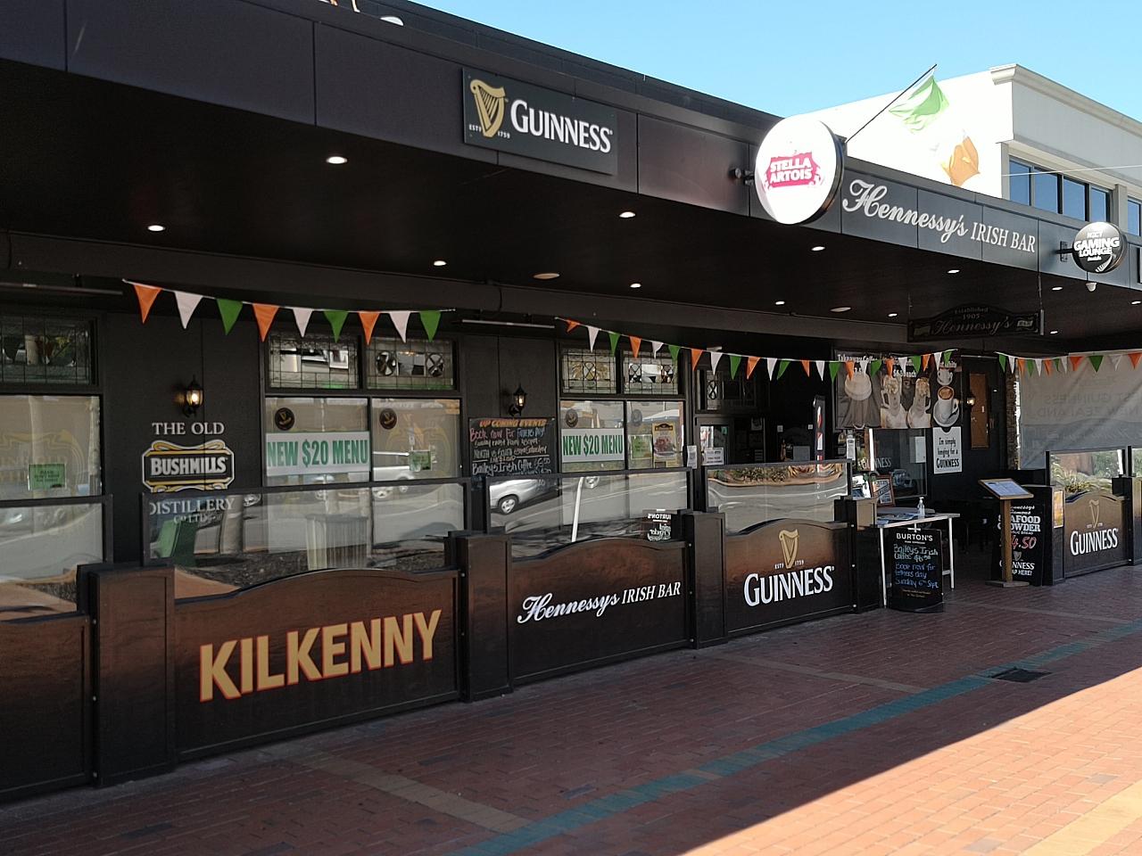 Hennessy's Irish Bar