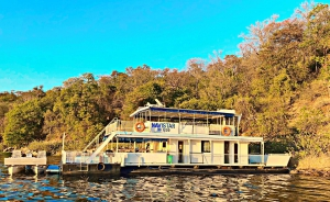 Navistar Houseboat Special