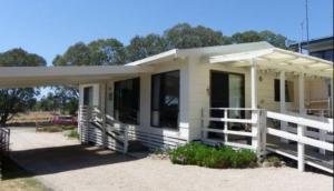 Eagle Bay Cottage
