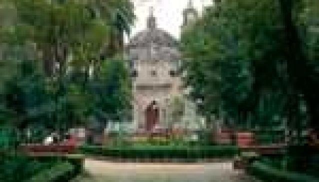 Plaza y Capilla de la Conchita