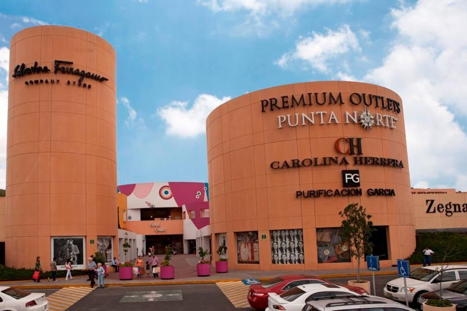 bf6ed7c680 Ben and Jerry s promotion  Premium Outlets  Exterior ...