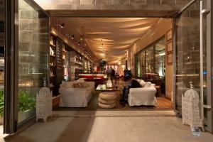 ONE Restaurant & Bar