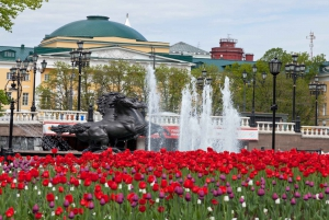 Moscow: City Sights and Metro Tour with Boat Trip and Lunch