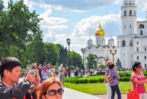 Moscow Kremlin: Skip-the-Line Ticket and Introduction Tour
