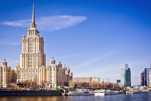 Moscow: Tretyakov Art Gallery, Lunch & Boat Trip