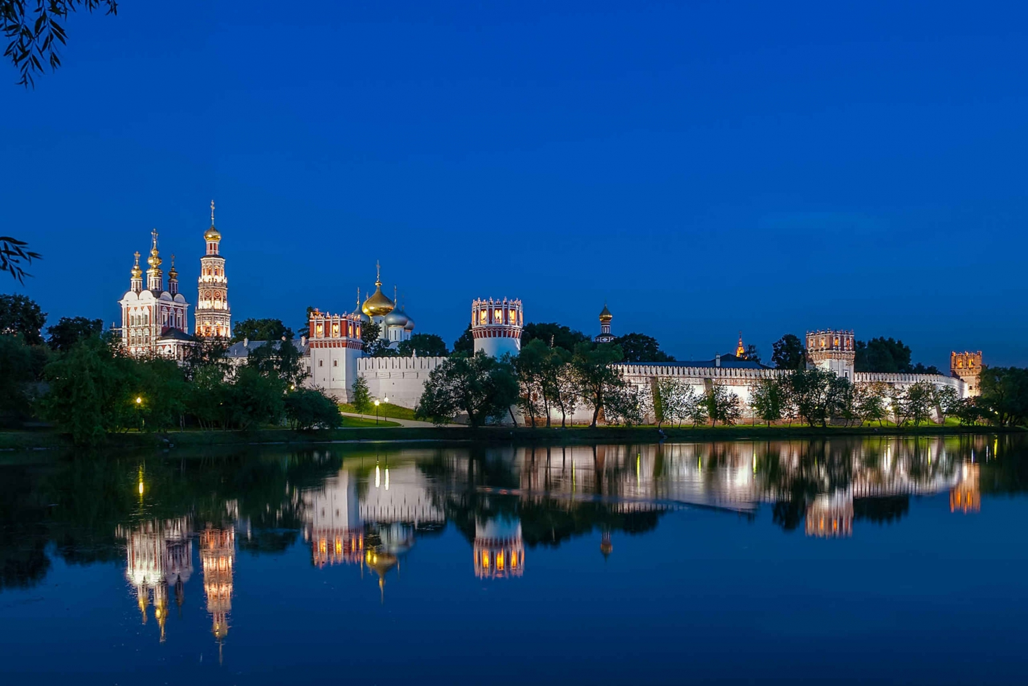 Old Moscow and Novodevichy Convent Tour in Spanish