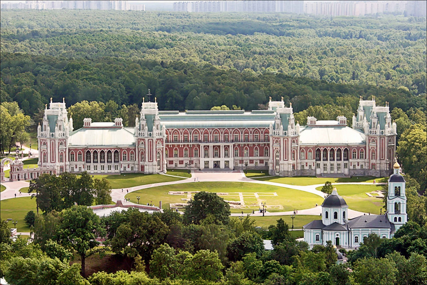 Tsaritsyno Park 3-Hour Guided Tour with Pickup