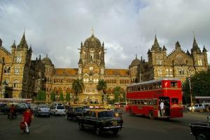Mumbai: Bollywood and Dharavi Slum Tour