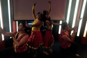 Mumbai: Private Bollywood Tour with Dance Show