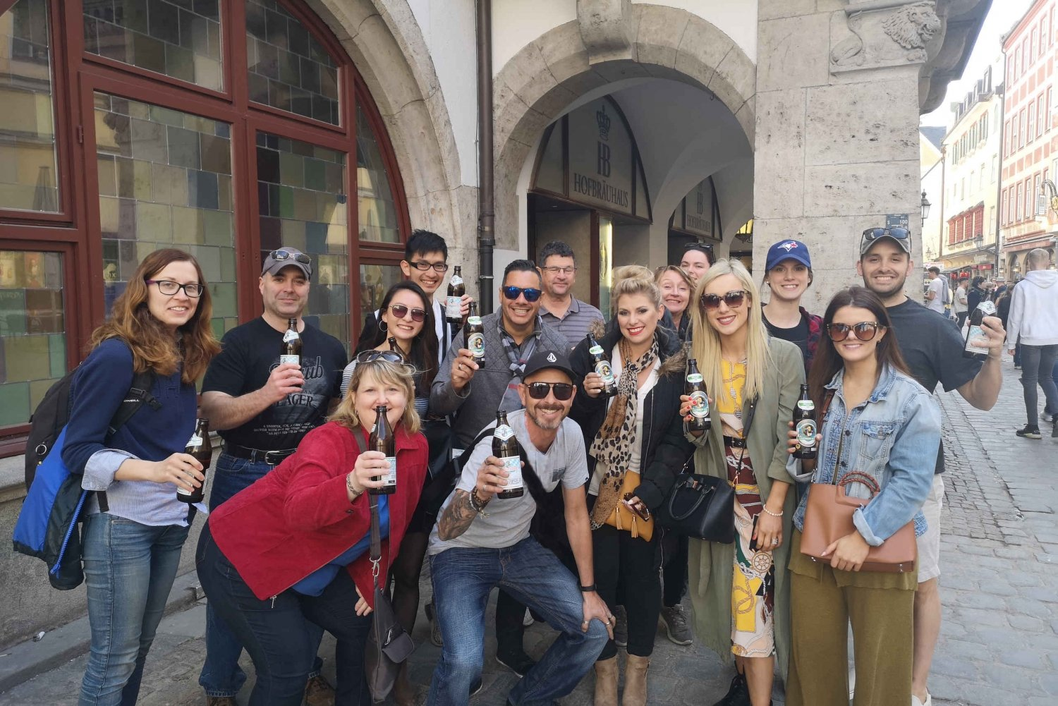 Night City Walking Tour with Beer