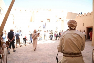 Full-Day Tour in Oman: Enchanting Forts of Nizwa and Jabreen