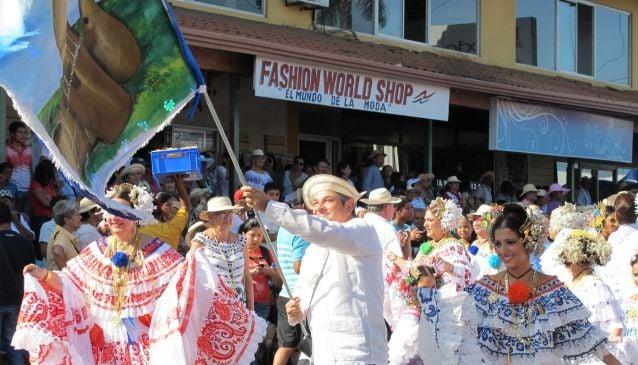 The 1000 Polleras Parade