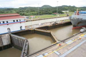 6-Hour Panama Canal Ship Cruise