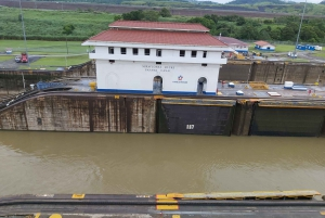 Panama: Aiport Layover Panama Canal and City Private Tour