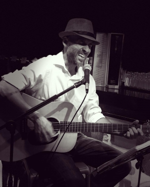 La Vespa Obarrio Live Music Fridays