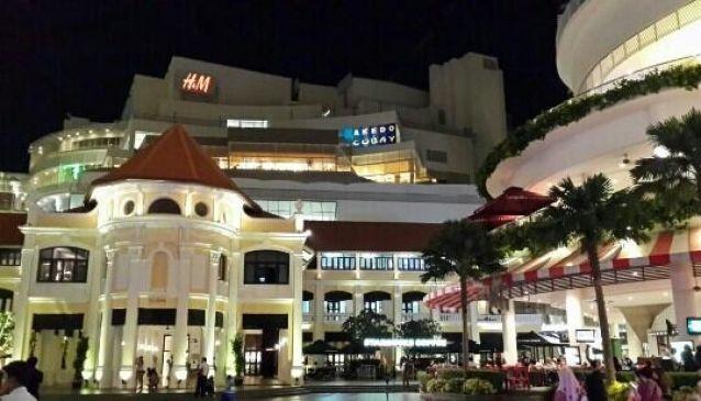 Gurney Paragon Shopping Mall