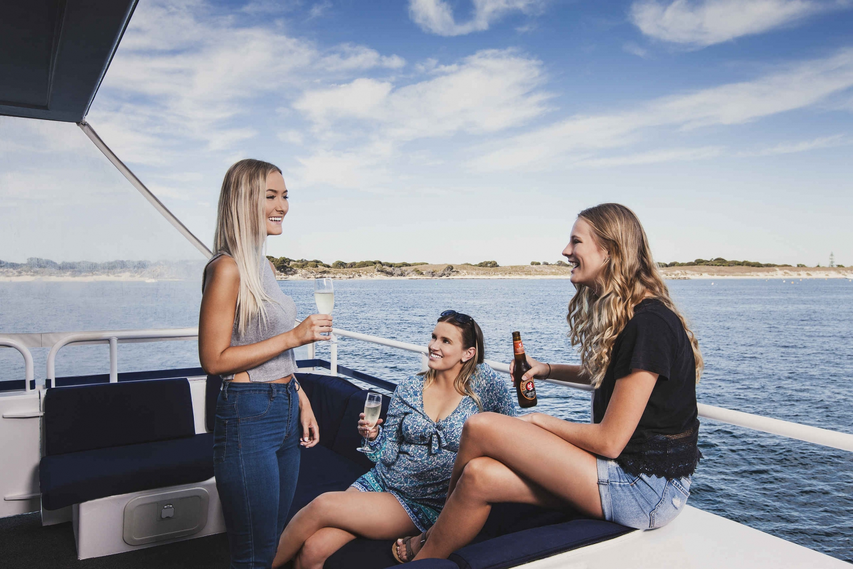 1.5-Hour Scenic Coastal Cruise from Hillarys Boat Harbor