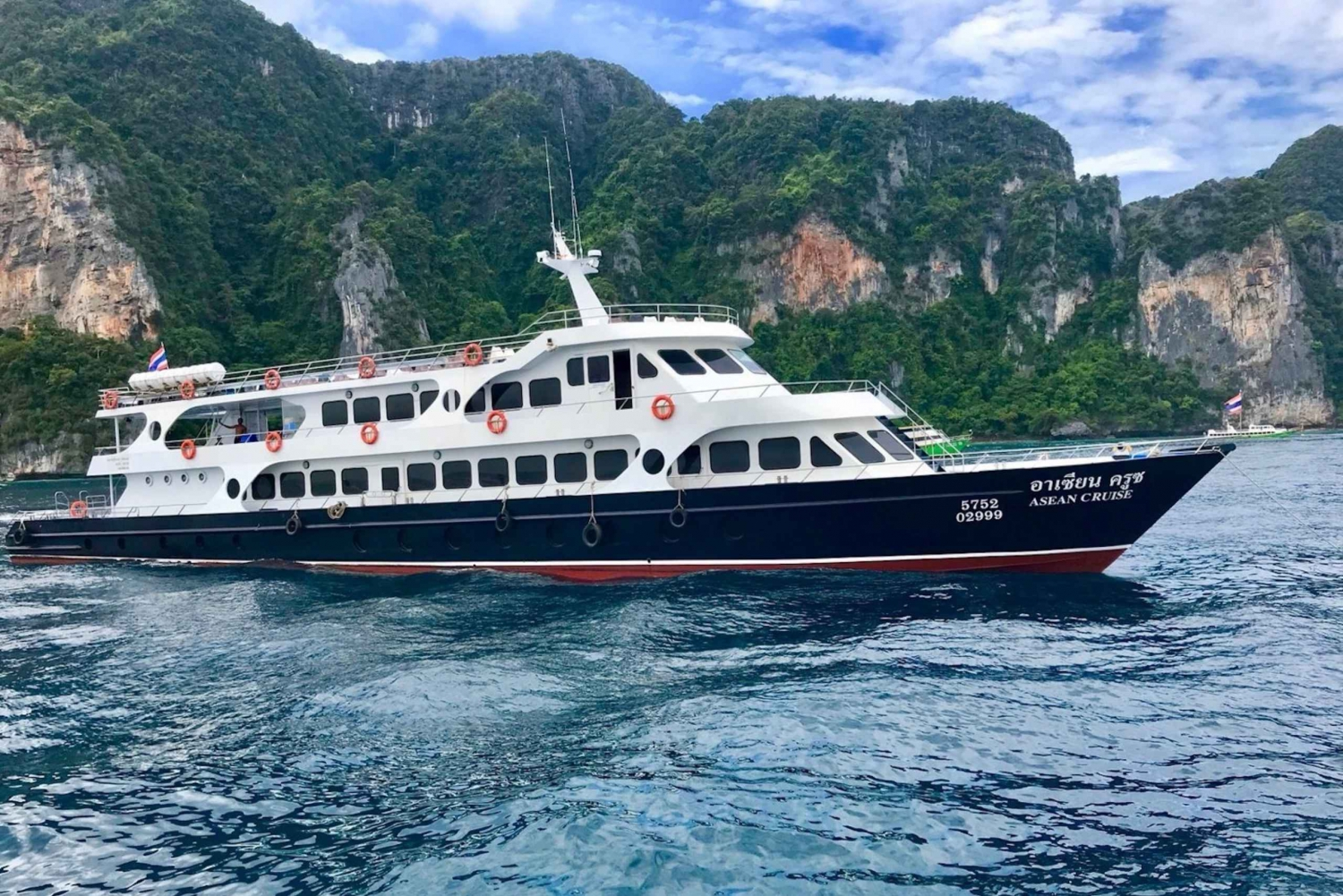 Ferry Transfer Between Phuket and Koh Phi Phi