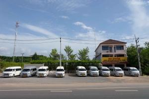 Phuket: Private Van Transfer to Cheow Lan Lake or Vice Versa