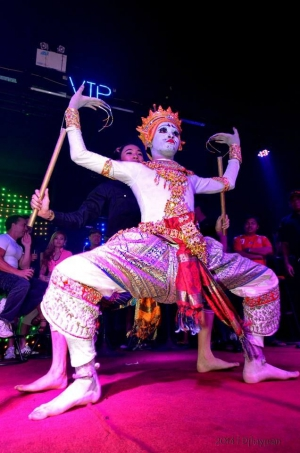 Try Traditional Thai dancing for an evening!