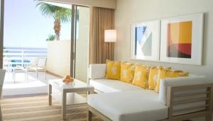 Las Olas Guest Room El Conquistador Resort